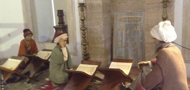 Osmanlı döneminde medrese eğitimi nasıl veriliyordu.
